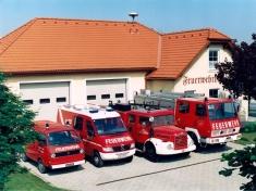 Aktuelles Feuerwehrhaus mit Fuhrpark 1994 Foto Alschinger BruckLeitha